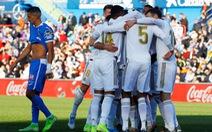 'Người nhện' Courtois xuất thần giúp Real Madrid đoạt ngôi đầu