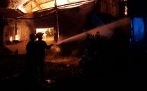 Nhà xưởng 4.500m2 cháy ngùn ngụt trong đêm, cứu được 3.500m2