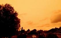 Khói bụi cháy rừng ở Úc nhuộm cam bầu trời thành phố của New Zealand
