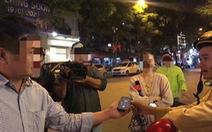 Hà Nội: CSGT không nghe điện thoại 'người thân' của người vi phạm