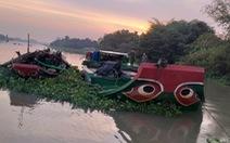 Tạm giữ hai ghe khai thác cát trái phép trên sông Sài Gòn vào ban đêm