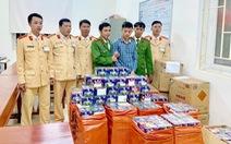 Chở gần 1 tấn pháo cùng động vật hoang dã về Việt Nam, một xe khách biển số Lào bị bắt