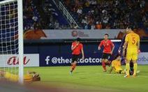 Chùm ảnh cầu thủ Hàn Quốc 'bùng nổ', cầu thủ Trung Quốc 'sụp đổ' sau bàn thắng muộn