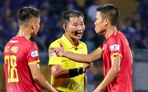 Rimario đá hỏng phạt đền, cầu thủ Thanh Hóa phấn khích trước mặt trọng tài