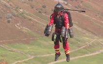 Anh thử nghiệm thành công Bộ đồ bay phản lực dành cho nhân viên y tế