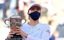 Thắng dễ Kenin, tay vợt 19 tuổi Swiatek vô địch Roland Garros