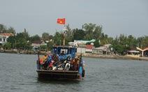 Lốc xoáy đánh chìm tàu trên sông Trường Giang, 2 cha con mất tích
