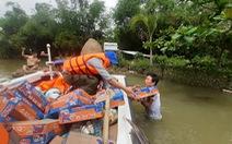 Hỗ trợ nước sạch và mì gói cho hơn 100 hộ dân bị cô lập ở Quảng Nam