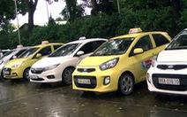 Tài xế taxi chèo kéo khách, đánh tài xế hãng Mai Linh
