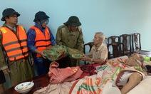 Báo Tuổi Trẻ vào vùng lũ nặng nhất Thừa Thiên Huế hỗ trợ bà con