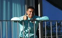 Ronaldo vẫn 'tươi như hoa' chụp ảnh từ khu cách ly COVID-19