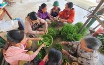 Người dân góp gạo, gà vịt nấu cơm cho lực lượng cứu hộ thủy điện Rào Trăng 3