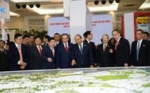 Chùm ảnh đại biểu tham quan triển lãm tại Đại hội Đảng bộ TP.HCM