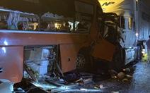 Xe đầu kéo và xe khách tông thẳng mặt nhau, 2 người chết, nhiều người bị thương