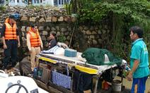 Vợ chồng đang ngủ thì nước tràn gây chìm ghe, tổ liên ngành bất ngờ xuất hiện cứu kịp