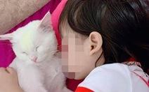 Bé gái 5 tuổi tử vong thương tâm vì bắt chước 'trò chơi treo cổ' trên YouTube