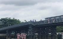 Sà lan va lệch nhịp cầu sắt tạm An Phú Đông