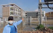Trường mới xây đã ngập úng, huyện nói 'tạm bàn giao phục vụ học tập'