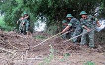 Màu áo lính sau lũ lụt…