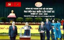 Đại biểu Đại hội Đảng bộ TP.HCM đóng góp ủng hộ đồng bào lũ lụt