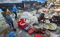Chợ Hà Tĩnh ngổn ngang sau trận lũ lịch sử