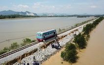 Đường sắt thiệt hại gần 27 tỉ đồng vì mưa lũ làm gián đoạn chạy tàu