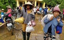 Bà con rốn lũ Quảng Bình: 'Nhận quà như ri là có cái ăn rồi'