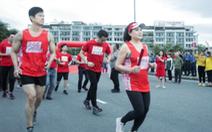 Chương trình chạy tiếp sức 'Lên cùng Việt Nam' chính thức xuất phát tại Hạ Long