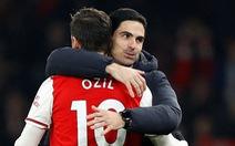 Arsenal thực dụng hơn khi không còn Ozil