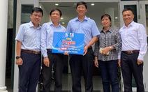 Khánh Việt tặng  5.000 quyển vở cho học sinh vùng lũ miền Trung