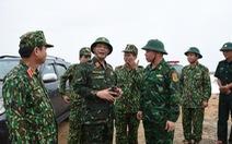 Trực thăng sẵn sàng cất cánh tại sân bay Tuy Hòa