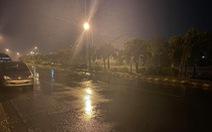 Bão số 9 đang vào bờ, nhiều tỉnh thành cấm người dân ra đường sau 20h