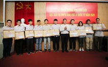 Giám đốc ĐH Quốc gia tặng bằng khen cho 10 học sinh đoạt giải quốc tế