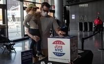 Không còn kịp bầu qua đường bưu điện, người Mỹ được kêu gọi tự đi bỏ phiếu