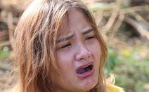 Trà Leng: 'Ba, má, con, em ruột tôi bị chôn vùi trong đất hết rồi'