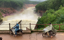 Mưa lớn, nhiều hồ thủy lợi xả lũ, Hà Tĩnh sơ tán hơn 670 hộ dân