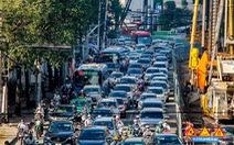 Hàng trăm ôtô, xe máy 'chôn chân' do bắt đầu cấm xe lên cầu vượt Nguyễn Hữu Cảnh