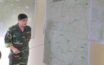 Sạt lở núi ở Phước Sơn: Thời tiết xấu, dùng sức người và tời chuyển hàng vào