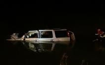 Video hiện trường vụ ôtô rơi xuống sông, 5 người chết