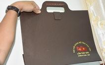 Đại hội Đảng Phú Yên: chỉ sử dụng cặp giấy giả da, quà được quy ra tiền