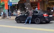 Vụ nữ tài xế BMW lao xe vô thanh niên đập xe hơi: Mâu thuẫn do va chạm giao thông