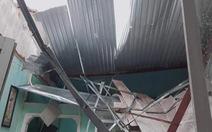 Quảng Nam: Mưa lớn ngập đường, lốc xoáy tốc mái hàng loạt nhà dân