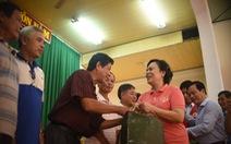Ngư dân Bình Định đón nhận 1.000 áo phao cứu sinh từ phu nhân nguyên Chủ tịch nước