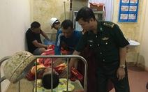14 giờ vật lộn với mưa to cứu 11 thuyền viên bị sóng đánh chìm trong lũ