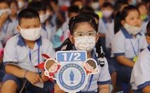 Con học sách Tiếng Việt lớp 1 'chả sợ gì', nhưng ba má thì 'hết hồn'