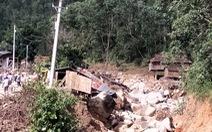 Sạt lở kèm lũ quét ở miền núi Quảng Ngãi, cả ngôi làng bị cuốn trôi, tạo thành dòng chảy mới
