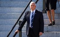 Phó tổng thống Mỹ Mike Pence đi nghỉ mát giữa lúc nước sôi lửa bỏng