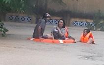 Nhiều địa phương ở Phú Yên tiếp tục sơ tán dân tránh lũ trong đêm