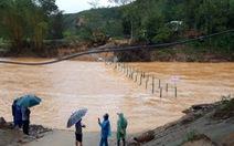 Quảng Nam: Cầu tạm mới dựng lên đã bị vùi, nhiều tuyến đường tê liệt