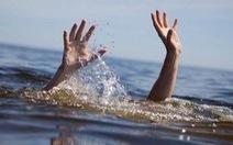 Lật ghe khi đi bủa lưới trên đồng, hai người chết đuối
